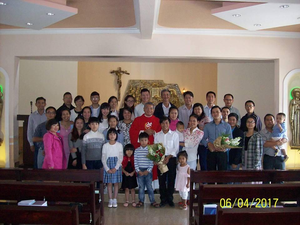 Chụp hình chung sau Thánh Lễ